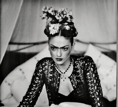 Coiffure façon Frida Kalho